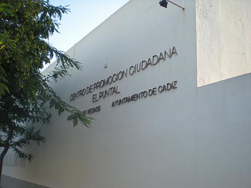 Centro Cultural El Puntal en Cádiz, lugar donde se celebrará  la Asamblea Informativa de esta tarde. Foto Picasa