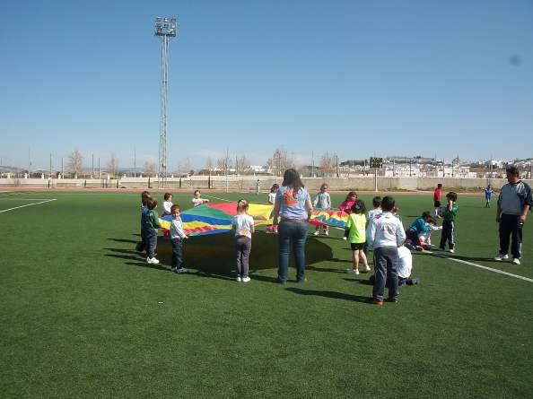 Los más pequeños de Villamartín pudieron celebrar ayer el día de Andalucía, a través de una gymkhana