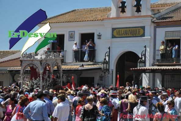 Rocio 2012. Casa de Hermandad de Villamanrique a su regreso de su presentación ante la virgen. Foto: José María Pérez para ErDesvan.com