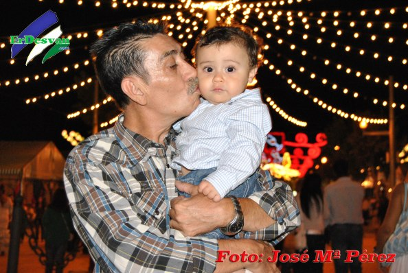 Con Alí, mi nieto, que me llevó a la feria.