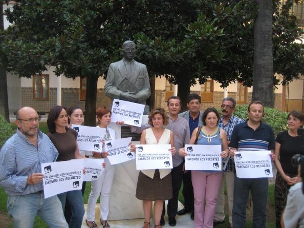 Algunos de los parlamentarios de IU en un encierro en el Parlamento Andaluz. Foto: agrupacionjuliangrimau.blogspot.com.es