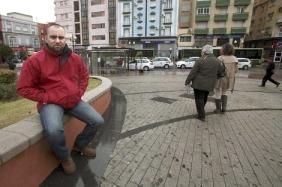 El policía municipal Jesús López, casado y con hijos, ha perdido casa y coche. | Efe