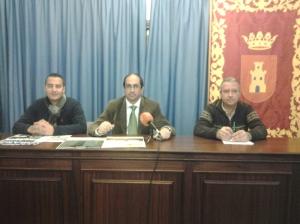 La mesa presidida por el Alcalde y los Cncejales de Deportes (izda) y Fiestas (dcha)