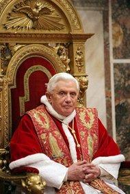 El Papa Benedicto XVI deja libre el trono de San Pedro por razones de salud (wikimedia …