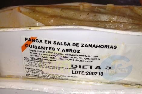 Imagen de un recipiente con alimentos caducados que servidos en el colegio.  E.M.
